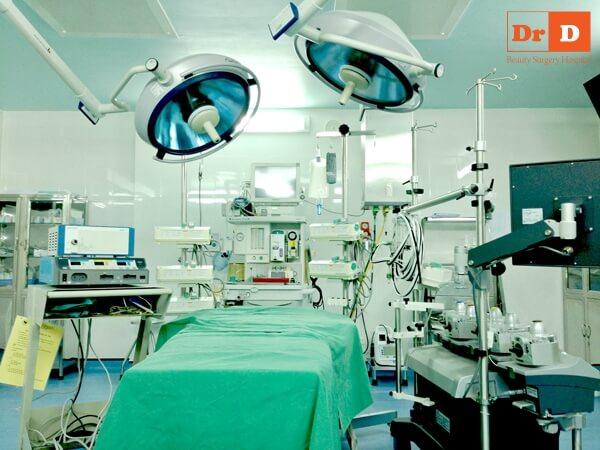 Phòng phẫu thuật vô khuẩn 1 chiều hiện đại tại Bệnh viện Đông Đô đảm bảo thực hiện an toàn các ca đại phẫu. Nâng Ngực Nội Soi