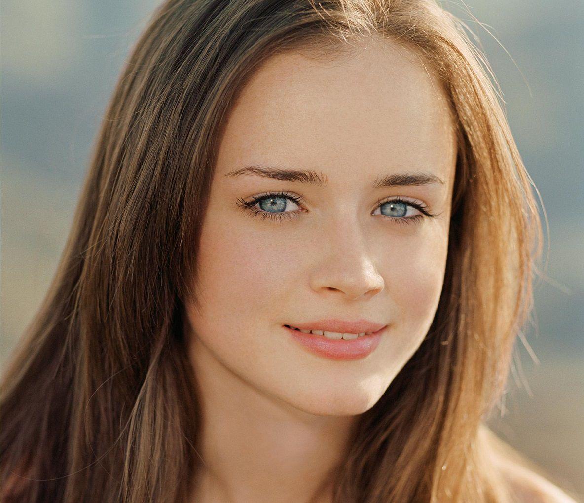 mỹ nhân với đôi mắt xanh như ngọc