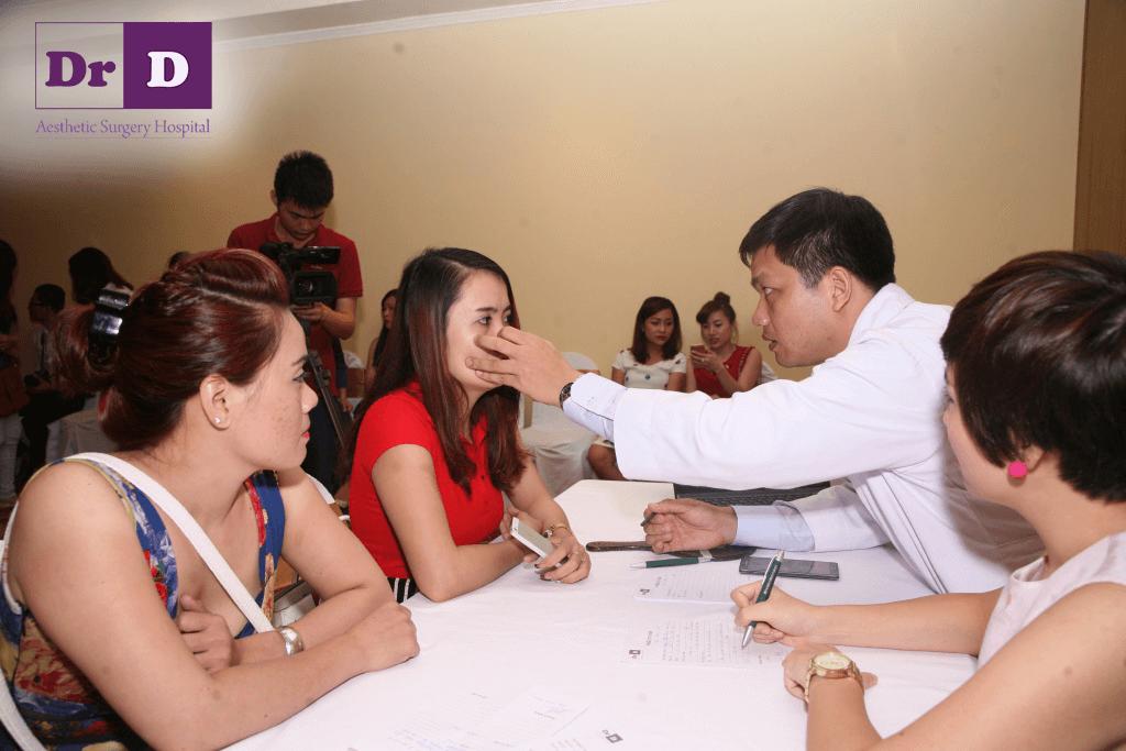 hoi-thao-ton-vinh-ve-dep-viet-su-kien-nong-cua-nganh-tham-my-tuan-qua (8) Tặng tới 60% dịch vụ làm đẹp tại Viện Thẩm mỹ Bác sĩ Điền trong tháng 8