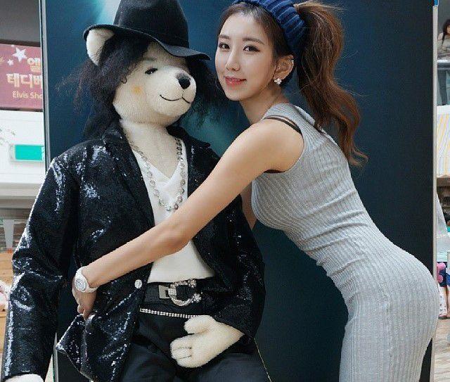 """kho-roi-mat-truoc-co-nang-hong-qua-tao-chuan-nhat-xu-han (5) Khó rời mắt trước cô nàng """"hông quả táo"""" chuẩn nhất xứ Hàn"""