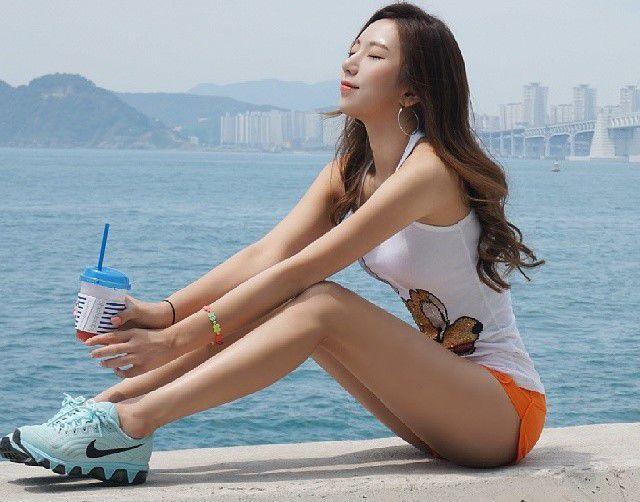 """kho-roi-mat-truoc-co-nang-hong-qua-tao-chuan-nhat-xu-han (6) Khó rời mắt trước cô nàng """"hông quả táo"""" chuẩn nhất xứ Hàn"""