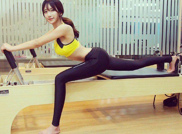 """kho-roi-mat-truoc-co-nang-hong-qua-tao-chuan-nhat-xu-han Khó rời mắt trước cô nàng """"hông quả táo"""" chuẩn nhất xứ Hàn"""