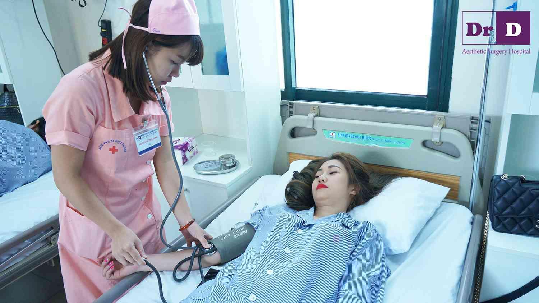 Bật mí tiêu chuẩn phẫu thuật nâng ngực nội soi an toàn