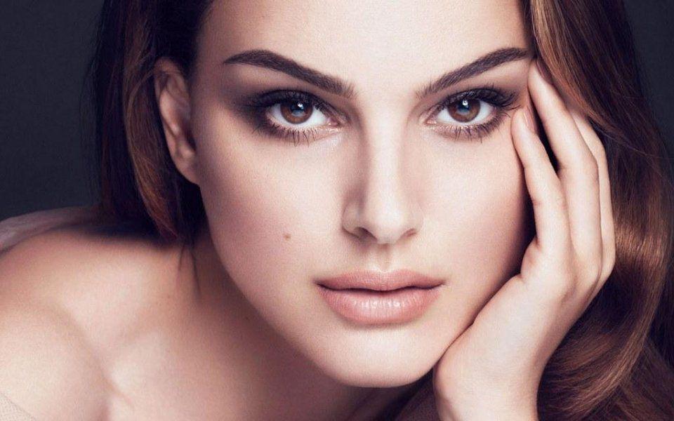 Sự đối xứng là tiêu chuẩn của gương mặt hoàn hảo Sự đối xứng là tiêu chuẩn của gương mặt hoàn hảo