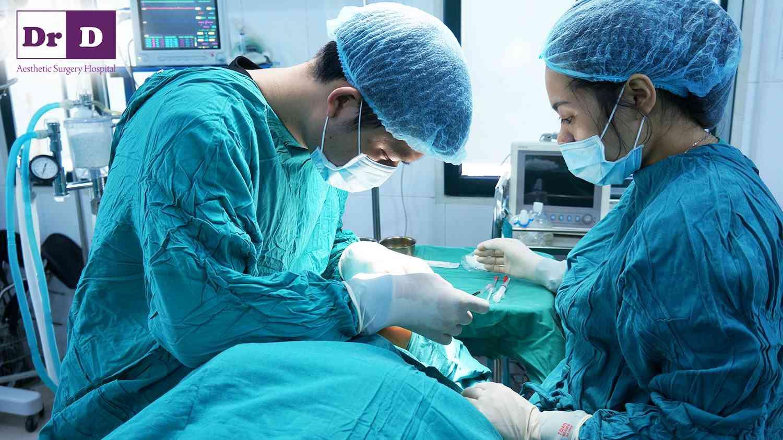 Phẫu thuật được thực hiện công nghệ hiện đại, tuân thủ tiêu chuẩn an toàn của Bộ Y tế