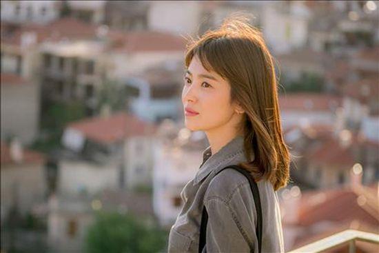 """Làm sao để """"trẻ mãi không già"""" như nữ thần Song Hye Kyo Làm sao để """"trẻ mãi không già"""" như nữ thần Song Hye Kyo"""