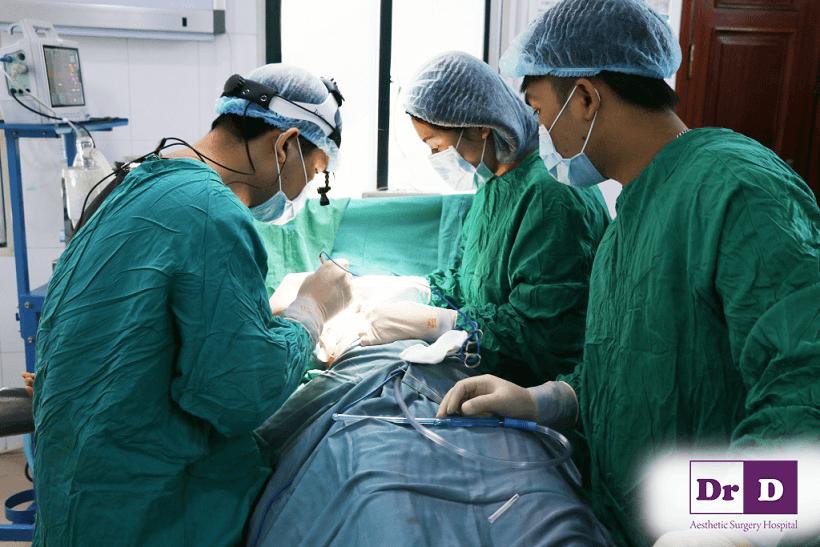 so-huu-khe-nguc-sau-hun-hut-goi-cam-khong-kho Quy trình nâng ngực nội soi tại Bệnh viện Đông Đô