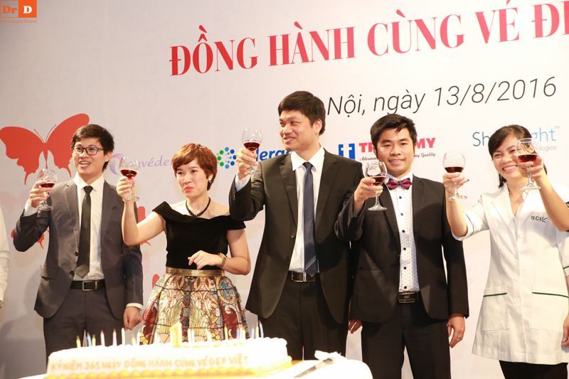 dr-d-trao-tri-khach-hang-nhan-muon-ngan-qua-tang (4)