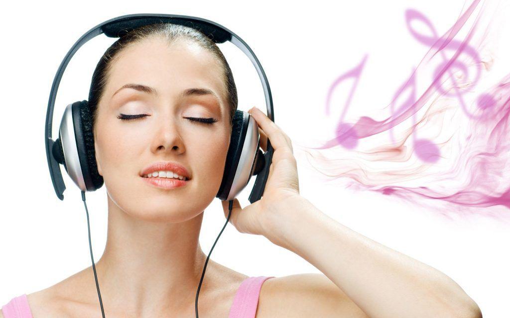 girl-listening-music-6945165