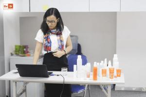 hoc-2 Đại diện thương hiệu mỹ phẩm Avene tại Việt Nam tới đào tạo cho nhân viên của DrD