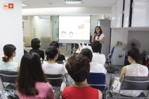 hoc-5 Đại diện thương hiệu mỹ phẩm Avene tại Việt Nam tới đào tạo cho nhân viên của DrD