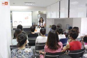 hoc-6 Đại diện thương hiệu mỹ phẩm Avene tại Việt Nam tới đào tạo cho nhân viên của DrD