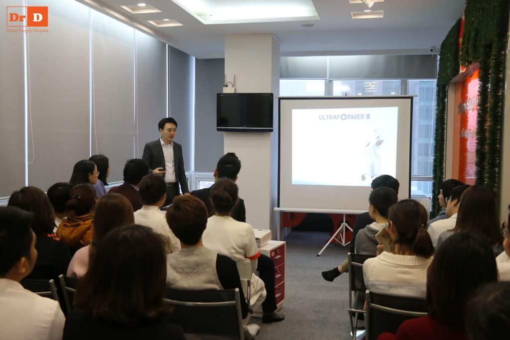 anh-1 Chuyên gia nước ngoài đào tạo công nghệ: Nâng cơ và Giảm béo cho nhân viên DrD