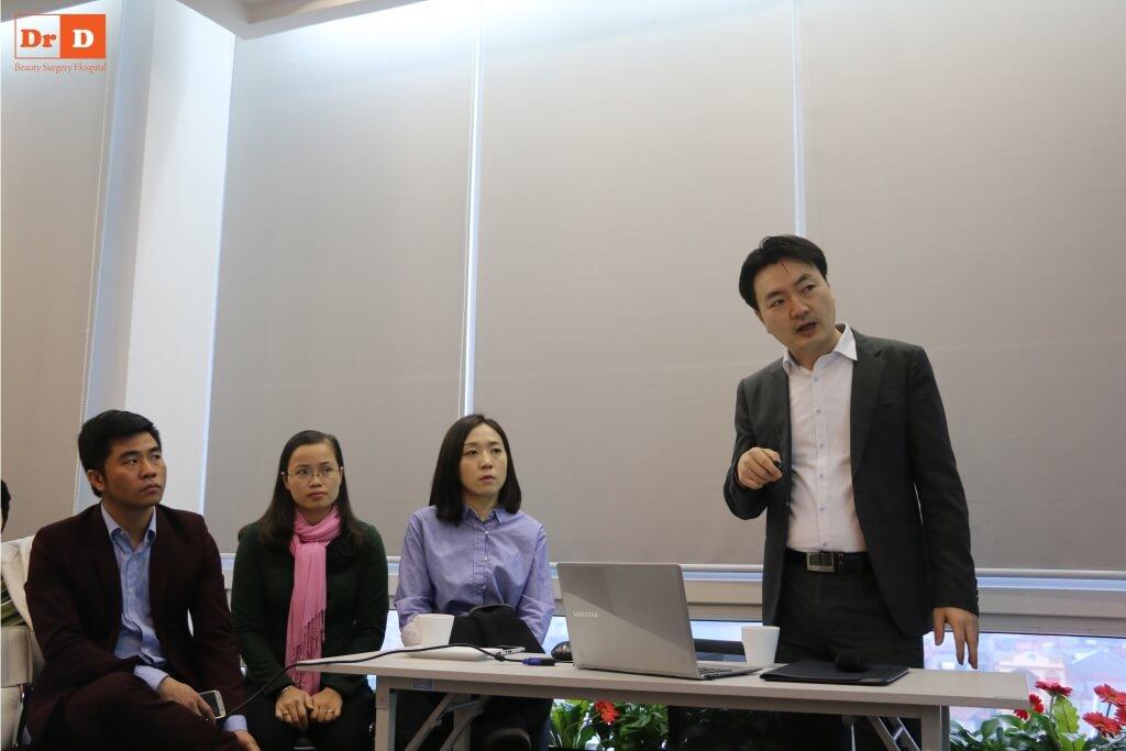 anh-hoc-3 Chuyên gia nước ngoài đào tạo công nghệ: Nâng cơ và Giảm béo cho nhân viên DrD