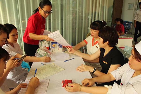 Hien-mau-2 Hàng chục cán bộ nhân viên Thẩm mỹ DrD hiến máu tình nguyện