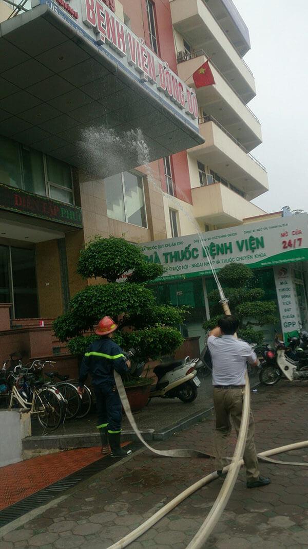 chua-chay-5 Diễn tập phương án chữa cháy, cứu nạn cứu hộ tại Thẩm mỹ DrD – Bệnh viện Đông Đô
