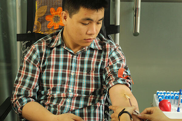 hien-mau-4 Hàng chục cán bộ nhân viên Thẩm mỹ DrD hiến máu tình nguyện