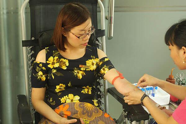 hien-mau-8 Hàng chục cán bộ nhân viên Thẩm mỹ DrD hiến máu tình nguyện