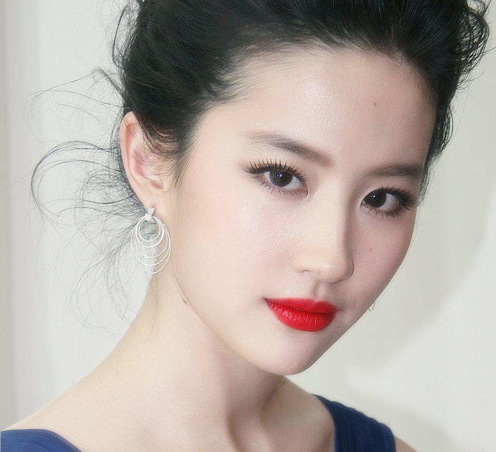 10 nữ thần Hoa ngữ sở hữu đôi mắt đẹp hút hồn