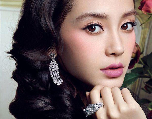 Bấm mí mắt kiểu Hàn Quốc được chị em yêu thích