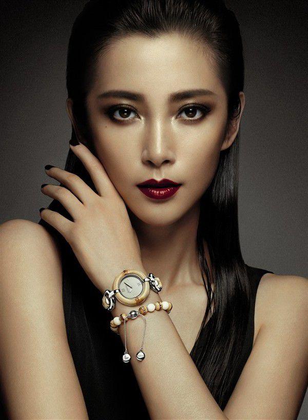 """kiều nữ châu Á đẹp """"say lòng"""" với môi trái tim ngọt ngào"""