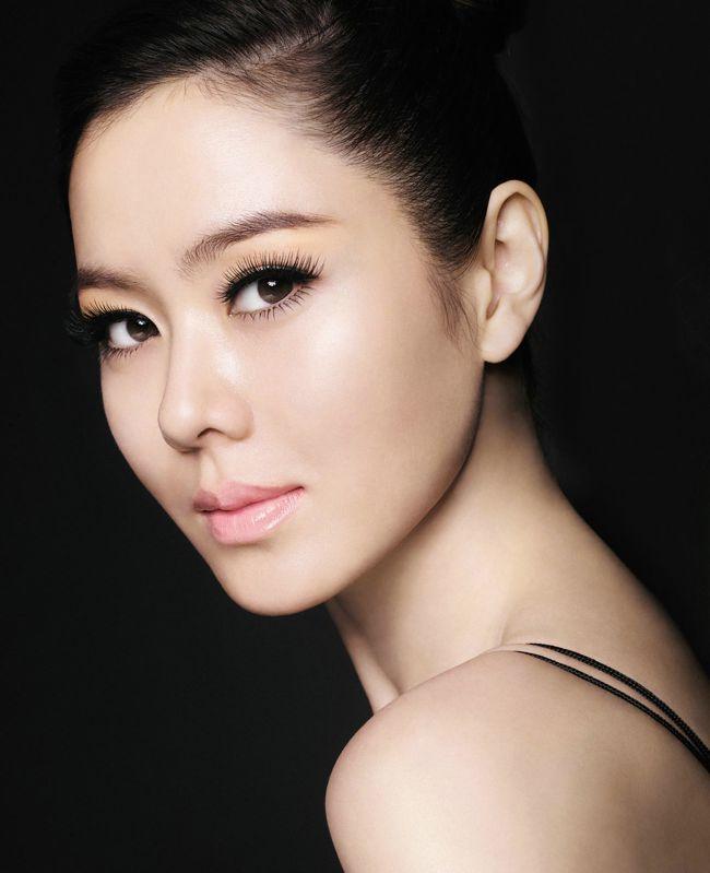 Son Ye Jin cũng là một trong mỹ nhân có làn da được khen ngợi hết mực