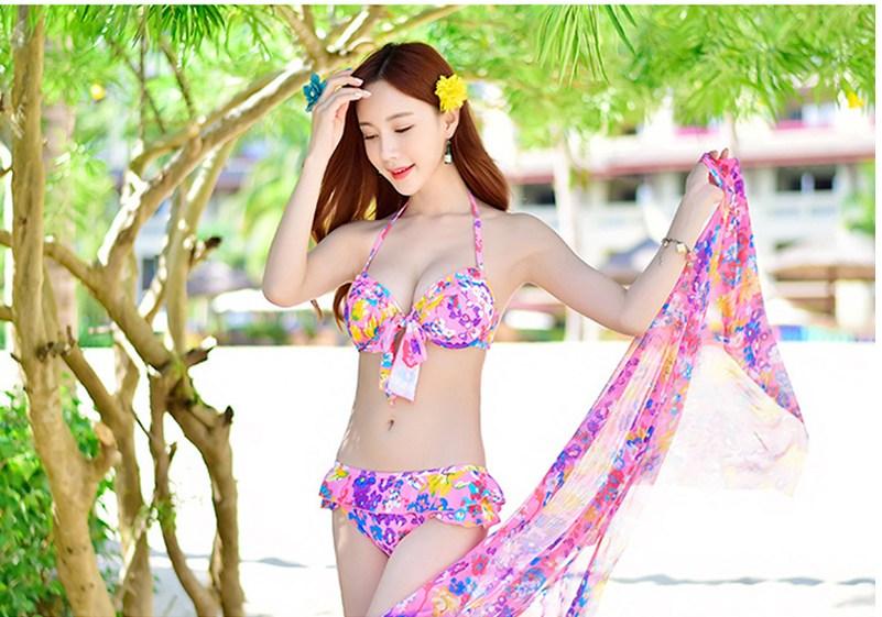 Bkini có gọng với hoạ tiết nhiệt đới giúp bạn đầy sức sống