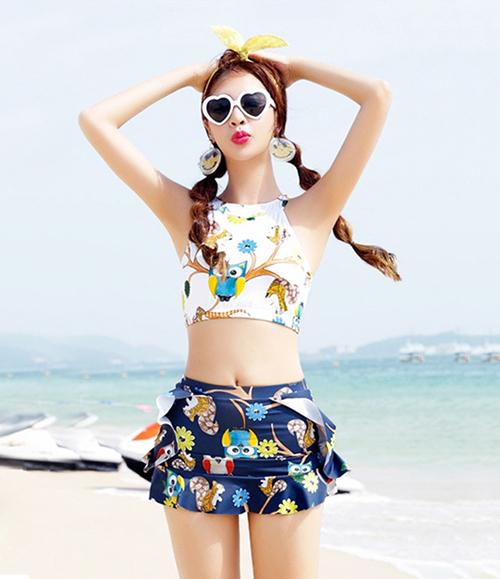 Bikini cổ yếm hoạ tiết nhiệt đới giúp bạn trẻ trung, nữ tính