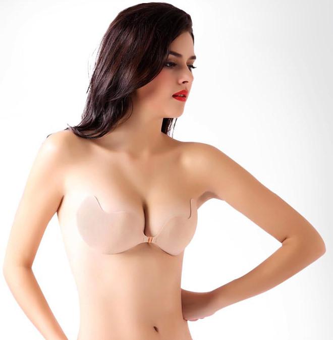 Áo không dây là một item không thể thiếu cho các nàng