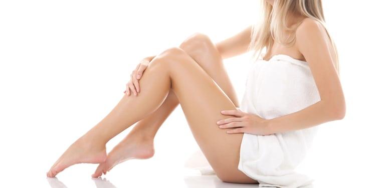 Bắp chân thon gọn mịn màng mang lại vẻ quyến rũ khó cưỡng
