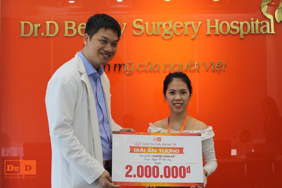 Bác sĩ Lê Hữu Điền lên trao giải Ấn tượng cuộc thi Dấu ấn DrD