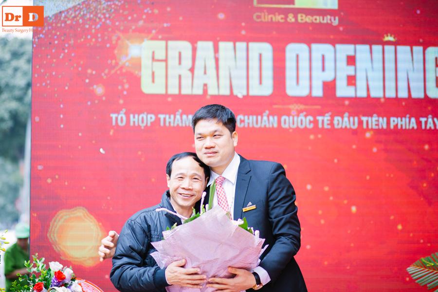 Bác sĩ Lê Hữu Điền bật khóc ngày khai trương cơ sở II