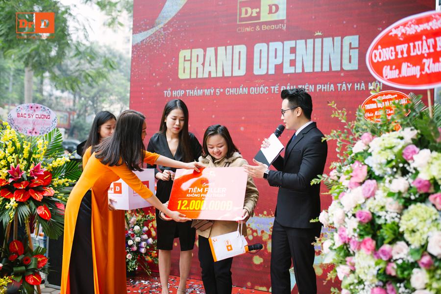 Chị Như Quỳnh chính là khách hàng đầu tiên khi nhận giải thẩm mỹ miễn phí tiêm Filler