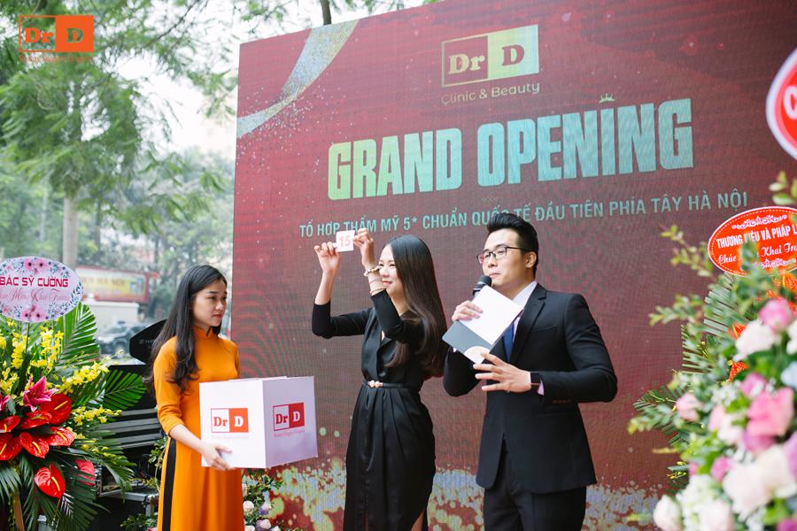 Chị Như Quỳnh là khách hàng đến dự sự kiện đầu tiên