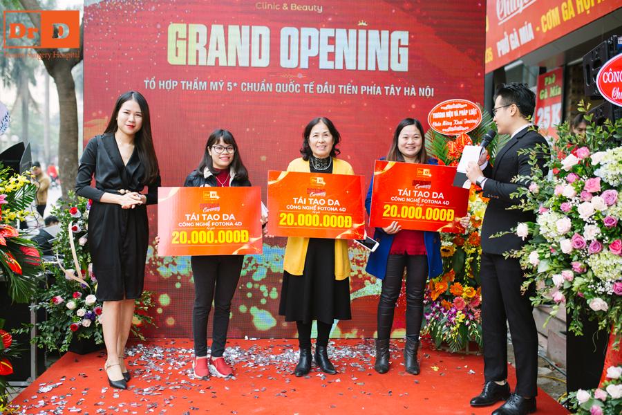 3 khách hàng tham dự khai trương trúng giải thẩm mỹ miễn phí trẻ hóa da Fotona