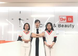 Bác sĩ Đỗ Hồng Hạnh cùng đội ngũ y tá khoa da CNC cơ sở II