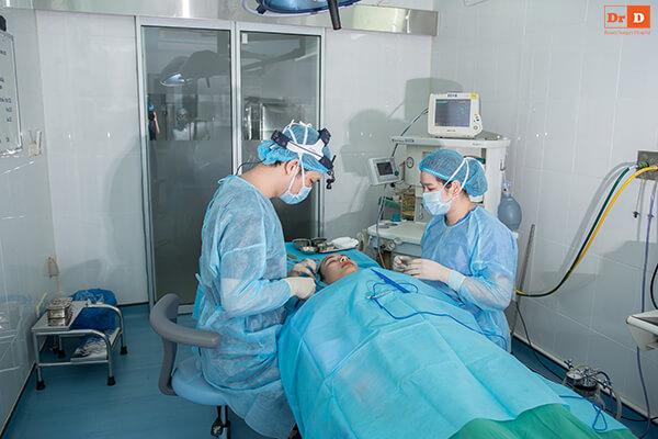 Chăm sóc sau cắt mí quyết định thời gian hồi phục của mắt