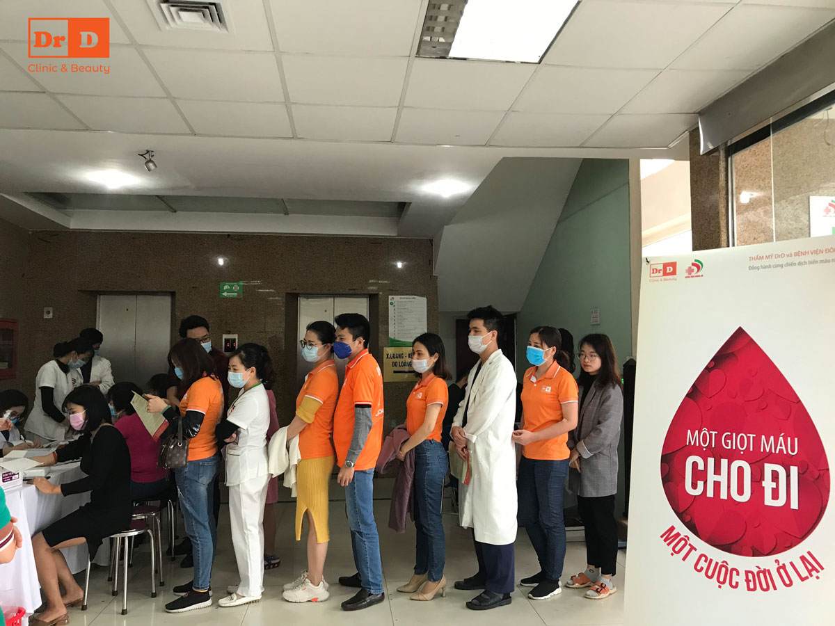 Toàn thể cán bộ nhân viên Thẩm mỹ DrD - Bệnh viện Đông Đô ủng hộ nhiệt tình chương trình hiến máu