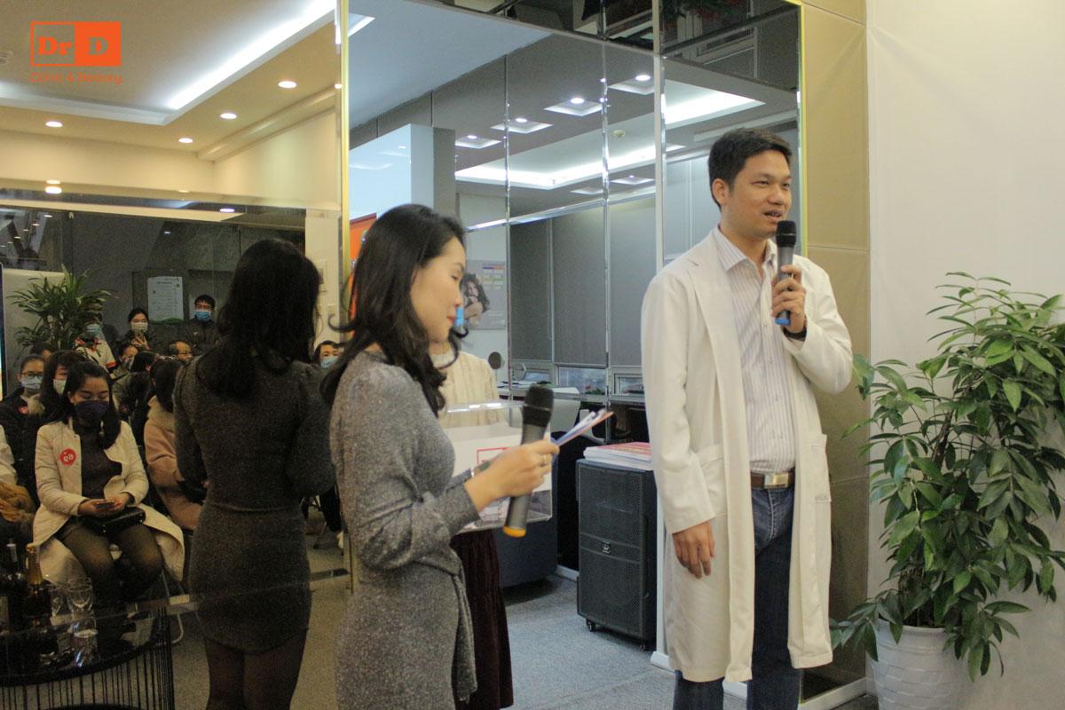 """Sự kiện """"Ngày vàng hái lộc – Khai xuân may mắn"""" mở đầu bằng bài phát biểu của Thạc sĩ, bác sĩ Lê Hữu Điền."""